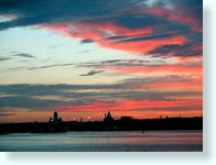 Midnight_sun_on_Helsinki_0109.JPG